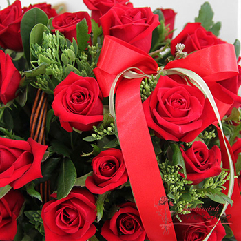 Love romantic from basket red roses Hochiminh city